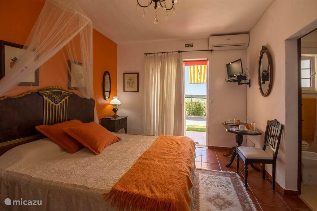 Suite LARANJA 2 Adultos € 55/noite (incl Breakfast)