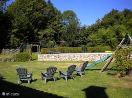 Large, spacious garden (approx 1000m2) with a playground and pool!