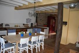 Spacious kitchen, as it should be in France! Here wonderfully cooked and eaten ..... but of course it is intended that this happens outside in the garden!