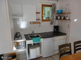 Neat kitchen with dishwasher, microwave oven etc. ..