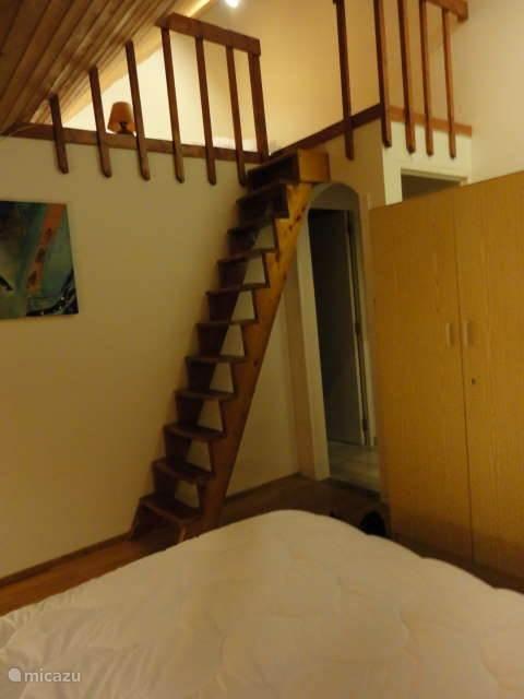trapje naar mezzanine