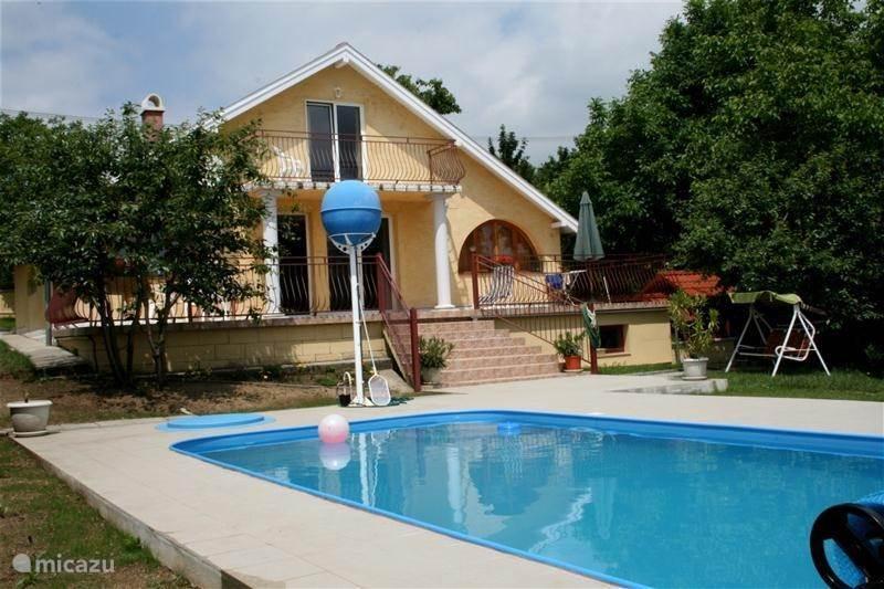 Vakantiehuis Hongarije, Velencemeer, Sukoró Bungalow Zonnehuis met zwembad
