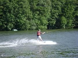 Waterpret: van waterski naar zwemgenot, varen en zonnen.