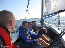 Ontdek Friesland vanaf het water, huur een poly valk met buitenboordmotor!