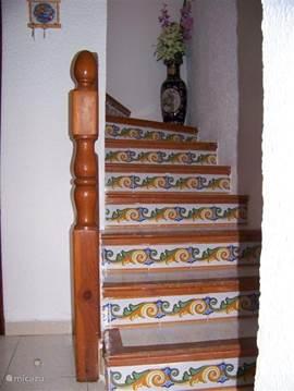 Spaanse trap naar de boven verdieping