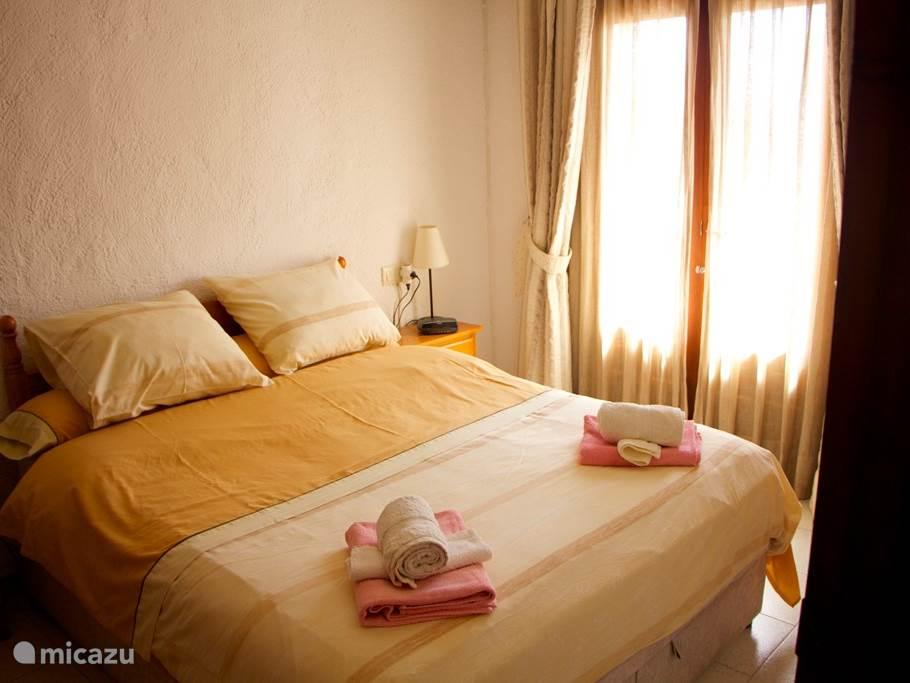 Slaapkamer met dubbel bed, 1ste etage