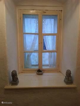 Window in the hallway to bedroom 1