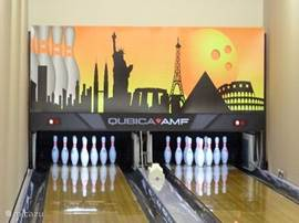 Bowling on professional jobs can 50 meters away from the house in the restaurant