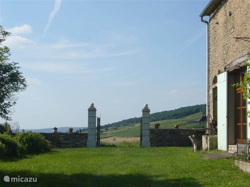 Vacation rental France, Burgundy, Vaux-en-Pré Farmhouse Le Magasin