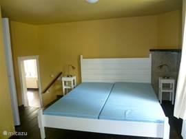 Opkamer op de begane grond, voorzien van tweepersoonsbed