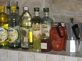 En natuurlijk olijfolie in de keuken