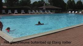 The new large outdoor bath at Etang Vallier.