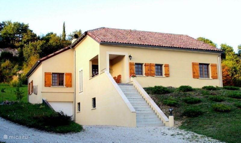 Vacation rental France, Midi-Pyrenees, Castelnau-Montratier holiday house Spacious holiday