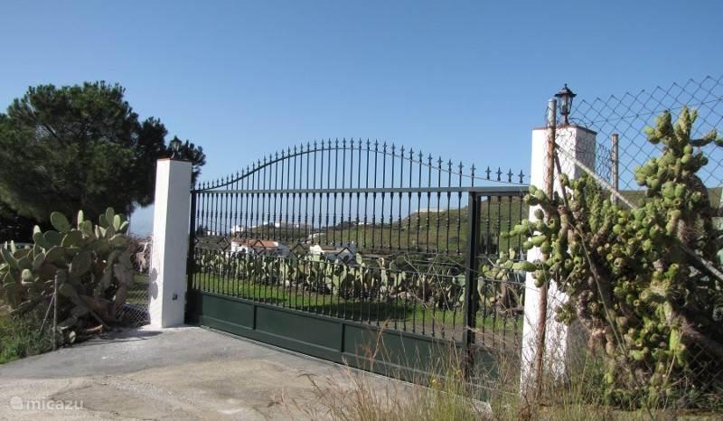De ingang van ons landgoed.