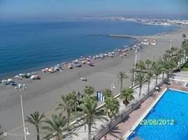 Het brede strand van Algarrobo Costa.