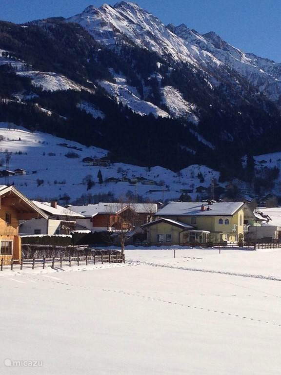 Uitzicht vanuit ons huis in de winter.