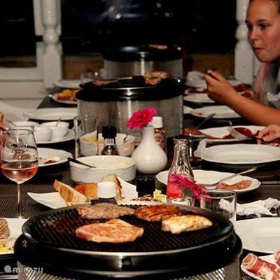 Op het park bevindt zicht restaurant Kosteluk. U kunt hier lekker drinken en eten maar ook gezellig barbecueën en gourmetten.