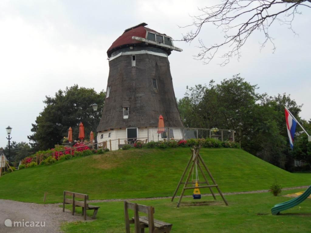 Bezoek eens deze molen niet ver van het huisje.Achter Restant Smakelijk vindt je deze molen. www.bikkerij.nl