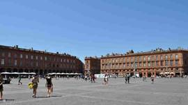 Toulouse, the bustling capital of the Midi-Pyrenees, Place du Capitoul
