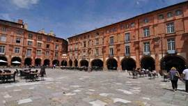 Montauban, capital of the Tarn & Garonne department, the market square with the magnificent arcades