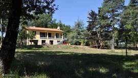 Het huis ligt op een 100m van de bosweg