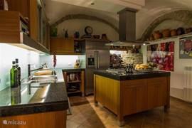 Keuken van alle moderne gemakken voorzien, het moet tenslotte vakantie blijven!