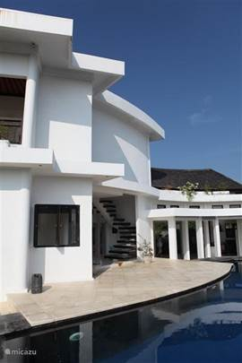 The design of this villa is pure white minimalist