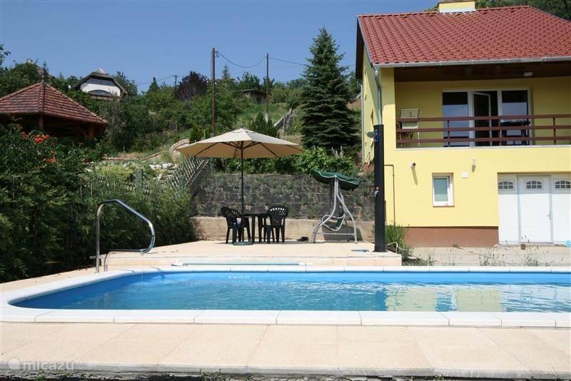 G te cottage vakantiehuis met zwembad en internet in sukor velencemeer hongarije huren - Zwembad cottage ...