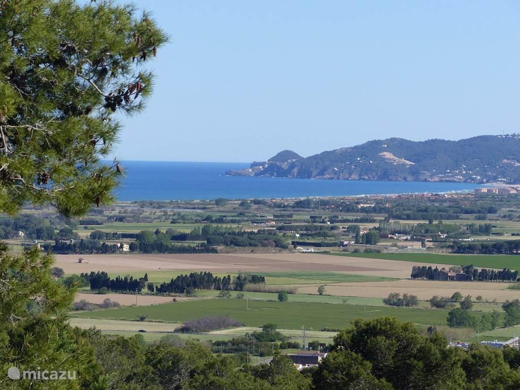 Schitterend uitzicht vanaf het terras over de vallei tussen l 'Estartit en Pals