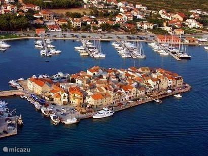 Vakantiehuis Kroatië, Dalmatië, Tribunj Appartement Appartement B - Mladenka Tribunj