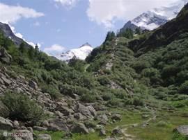 Pointe de Zinal.Rechts de Grand Cornier.