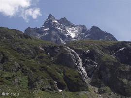 De Besso, gezien van de weg naar de Petit Mountet, op een uurtje wandelen van het dorp Zinal af. Makkelijke wandeling.