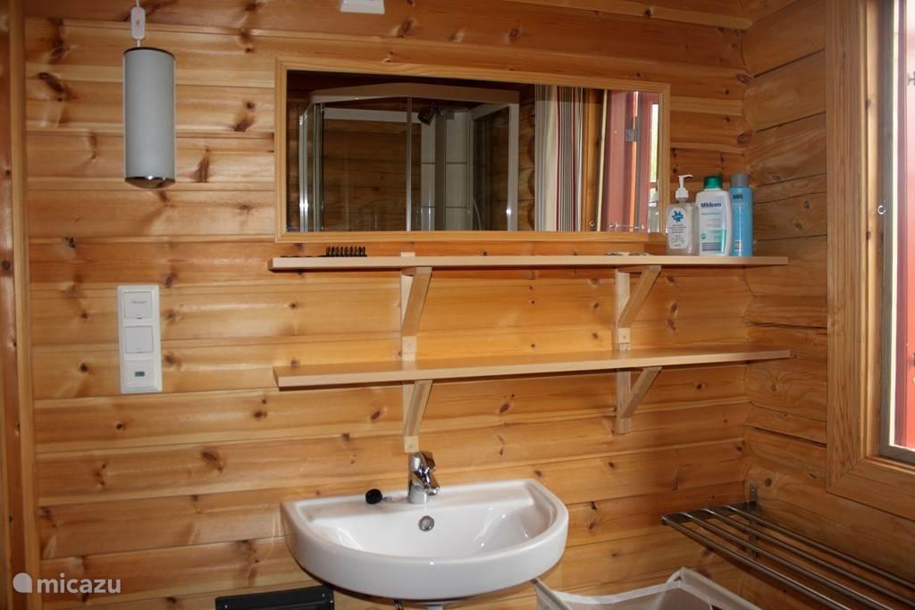 badkamer, met douche en toegang tot sauna