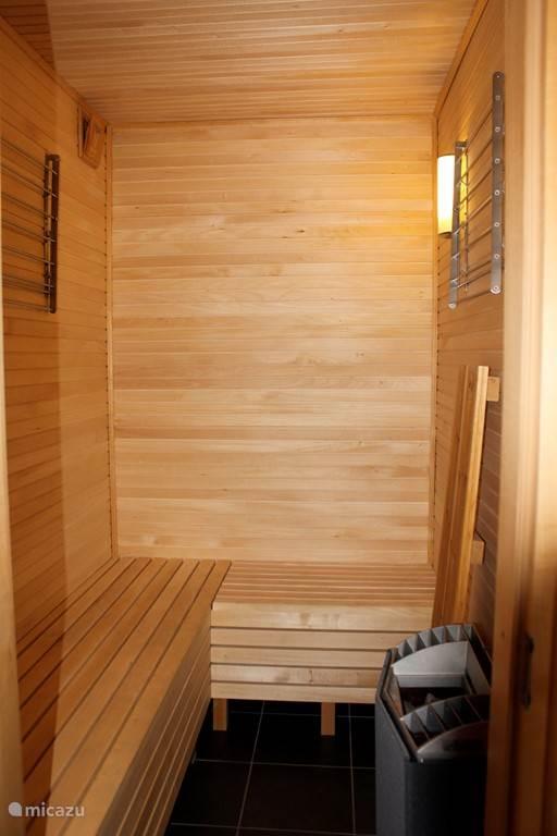 Heerlijke sauna, met demontabele 2e laag