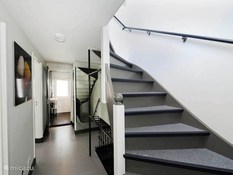 1e etage met trap naar de 2e etage