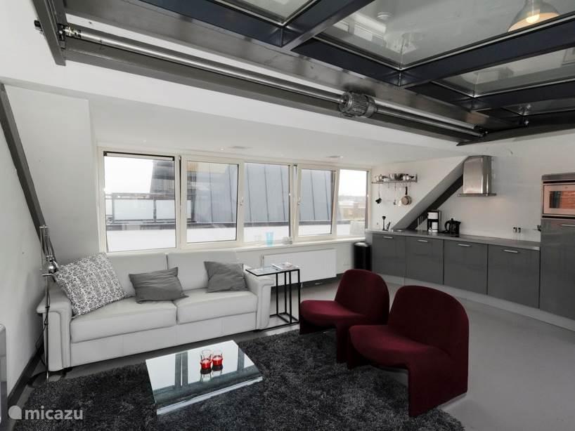 Living 2e etage met keuken