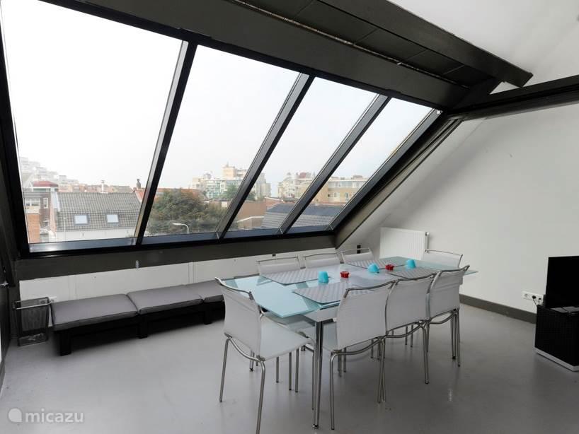 Living 2e etage met gesloten dak(vlak)raam