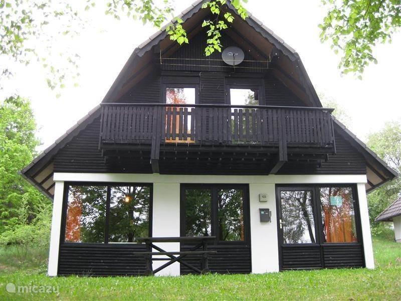 ferienhaus henka sch nen platz in den park in frankenau sauerland deutschland mieten micazu. Black Bedroom Furniture Sets. Home Design Ideas