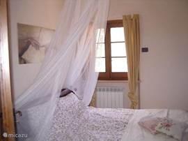 Slaapkamer in appartement Bramante. Alle slaapkamers zijn romantisch ingericht
