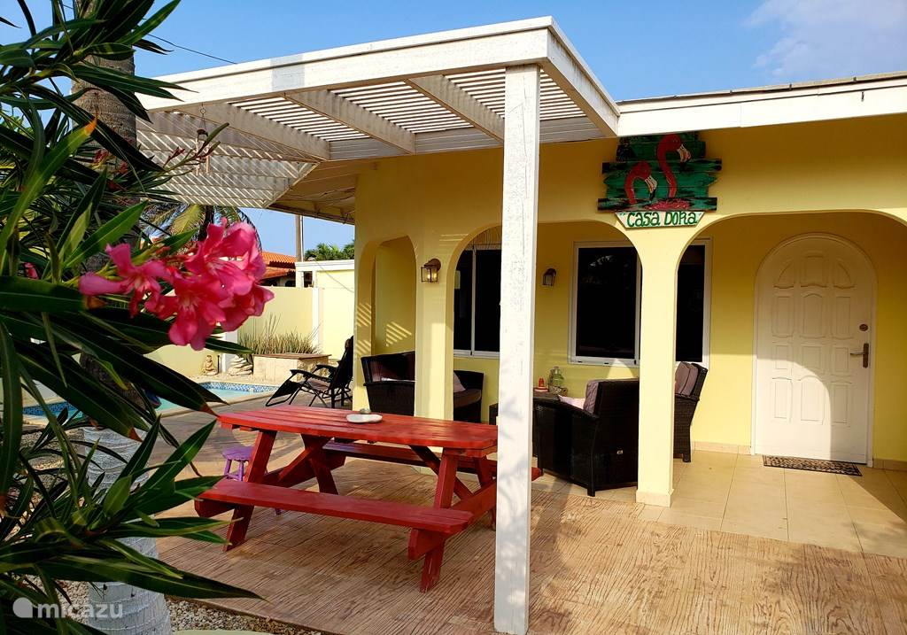 Vacation rental Aruba, North, Palm Beach holiday house Charming bungalow with pool.
