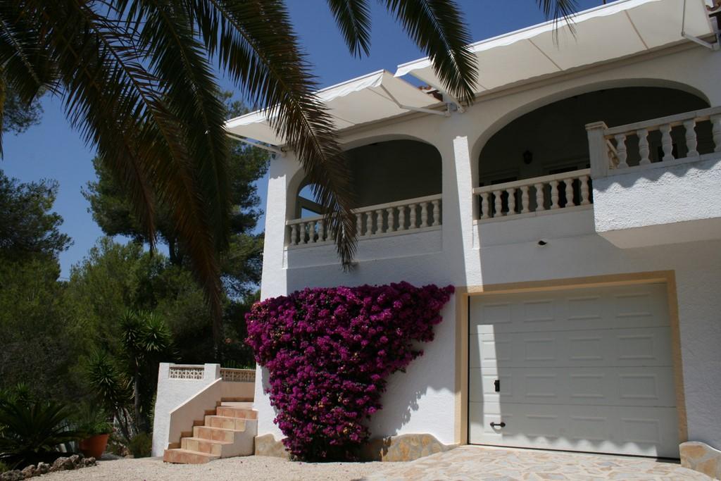 Deze villa is in april en mei te huur voor een weekprijs van € 450,-  inclusief energiekosten,Wifi en 1 x per week schoonmaak tijdens uw verblijf.