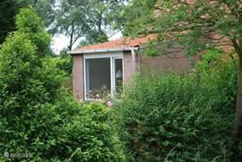 Dankzij de beplanting biedt de tuin veel privacy.
