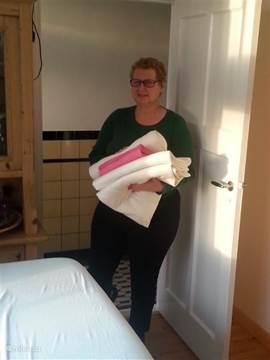 Karin Ramack is massagetherapeut en coach en werkt met biologische oliën en kruiden. Alleen op afspraak.