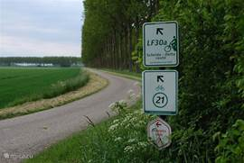Enkele van de vele fietsroutes die dwars door Sasput lopen.