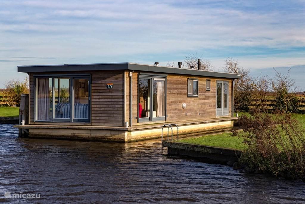 rent sweltsje luxury houseboat in eernewoude friesland micazu. Black Bedroom Furniture Sets. Home Design Ideas