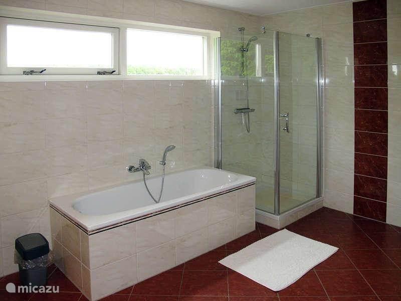 XXL-badkamer op de verdieping