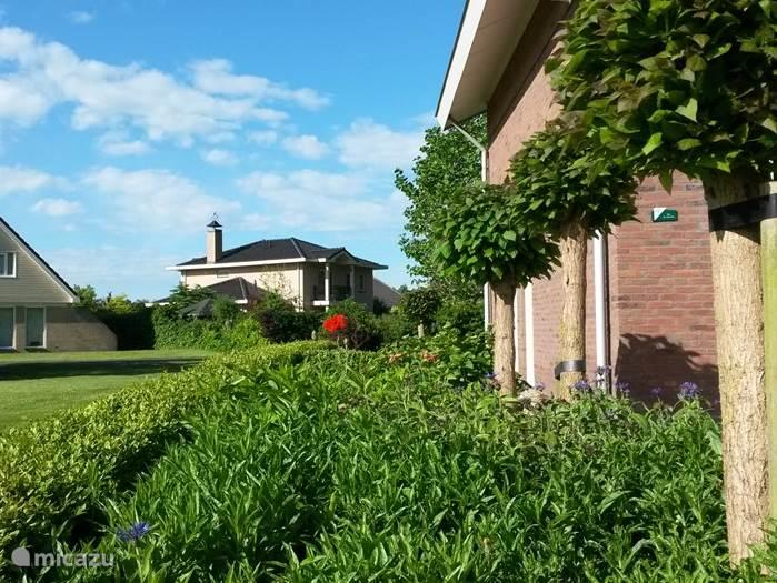 Fraaie tuin rondom het huis