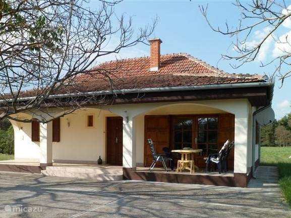 Charming cottage with a lovely veranda. Excellent base to explore Hungary.