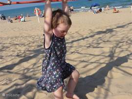 Fraaie brede Blue-Flag stranden met speeltoestellen....wedden dat de kinderen nog niet naar huis willen..