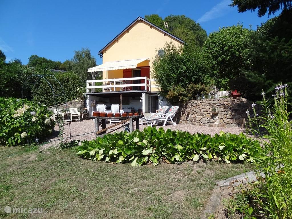 Vacation rental France, Burgundy, Chaumard holiday house Le Petit Nice